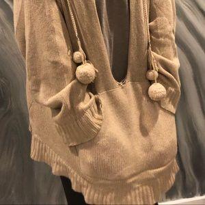La rok beige poncho w/pkts &hood camel colored